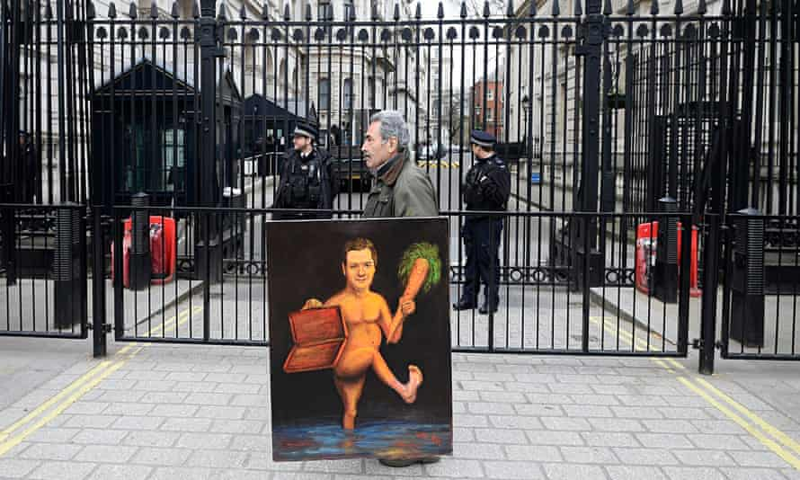 Kaya Mar with his painting of a naked George Osborne brandishing a carrot