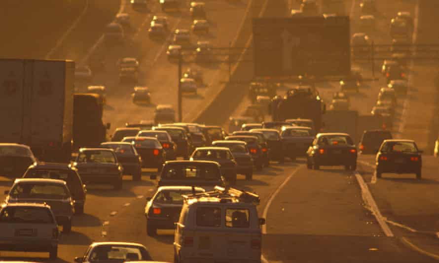 Rush hour traffic in Atlanta Georgia causingair pollution. Photo: M Stock/Alamy