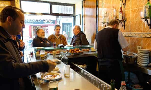 D38WXB casa revuelta madrid spain bar beer men codcasarevueltamadridspainbarbeermencodcasarevueltamadridspainbarbeermencodcasarevueltamadridspainbarbeermencod