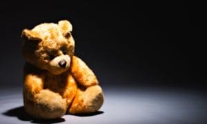 A lone teddy bear