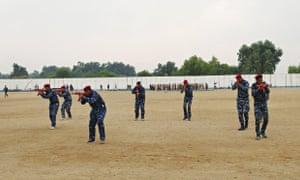 Sunni tribesmen take part in military training