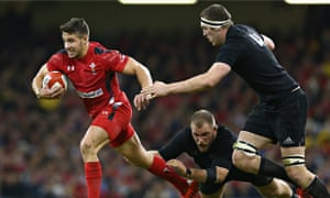 Rhys Webb of Wales bursts forward with New Zealand's Brodie Retallick in pursuit