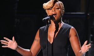 Mary J Blige performing in November 2014