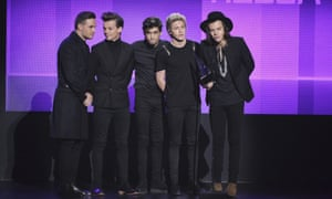 One Direction pick up their American Music Award for favourite pop/rock album.