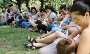 A group of women breastfeeding