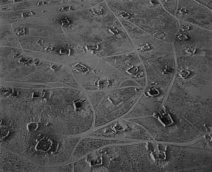 Fait #43, 1992. The aerial views of the desert landscape of Kuwait after the first Gulf War evoke the technology of modern warfare, which relies on surveillance, aerial bombardment and missile strikes.