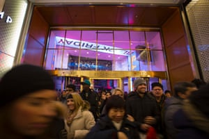 Shoppers finally get to enter Macy's.