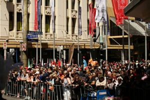 Crowds gather for the 2014 Melbourne Cup parade