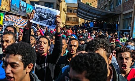 Egypt students protest over Mubarak verdict