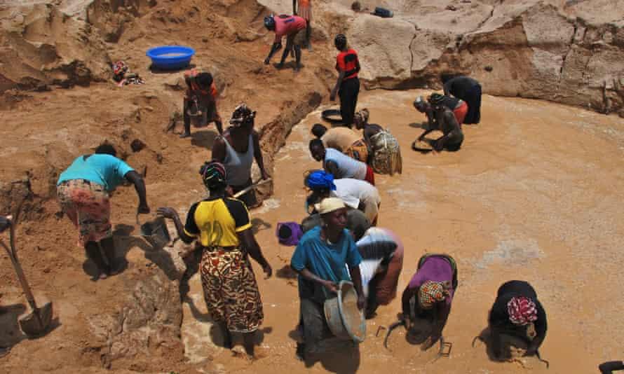 Women mining gold in Kono, Sierra Leone
