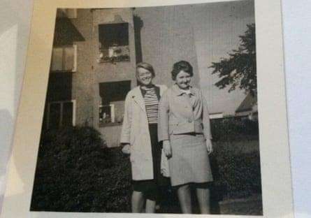 Tina (left) and Elke in Berlin in 1961