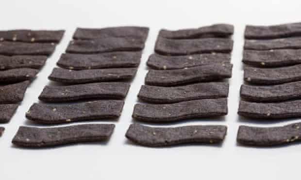 Seaweed-based tortilla chips