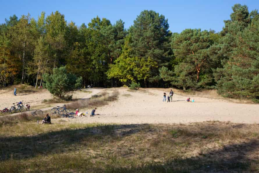 The Mauerweg as recreational trail, in the north of Berlin.