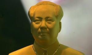 A gold bust of Mao