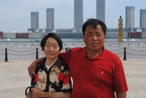 Hao Shiwen and his wife visit the waterfront plaza development in Kangbashi
