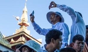Burma mobile phones users