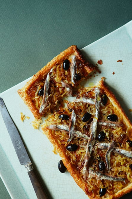This is a latticework of whole anchovies and dark olives on caramelised onions and puff pastry.