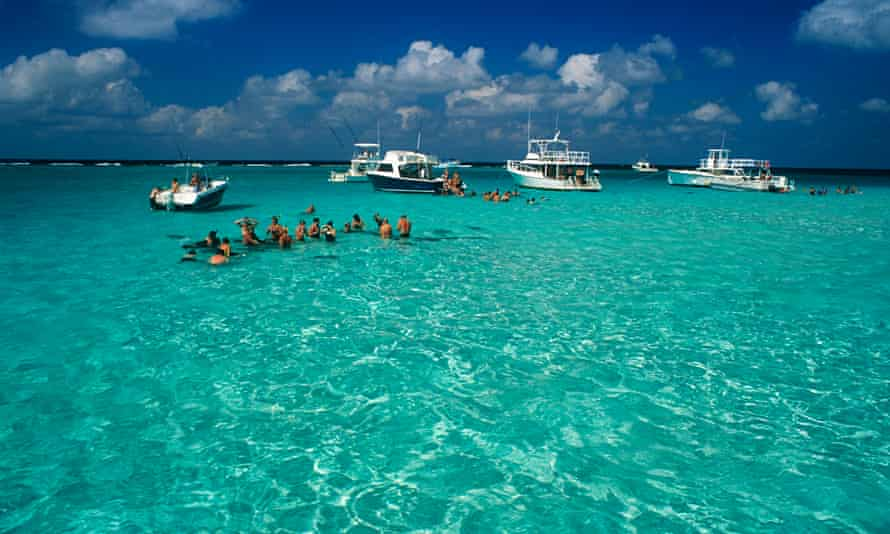 Grand Cayman tourists