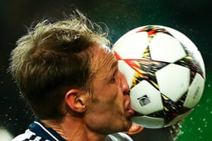 Schalke 04's Benedikt Hoewedes gets the ball in the kisser during their 4-2 defeat to Sporting Lisbon