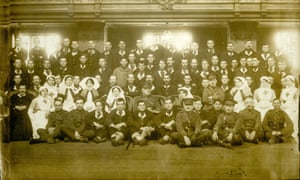 patients and staff at a hospital unit in oxford town hall ww1