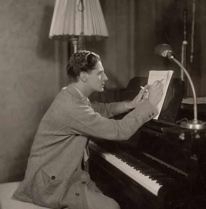 ivor novello at the piano in 1929