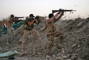 Iraqi Shia militiamen fire their weapons during clashes with militants from the Islamic State in Jurf al-Sakhar, 70km south of Baghdad, Iraq, 28 September 2014.