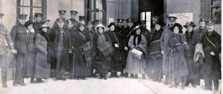 Arrival of interned ex POWs wives at Murren 1917
