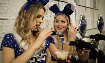 bar tenders pour pints of Julebryg