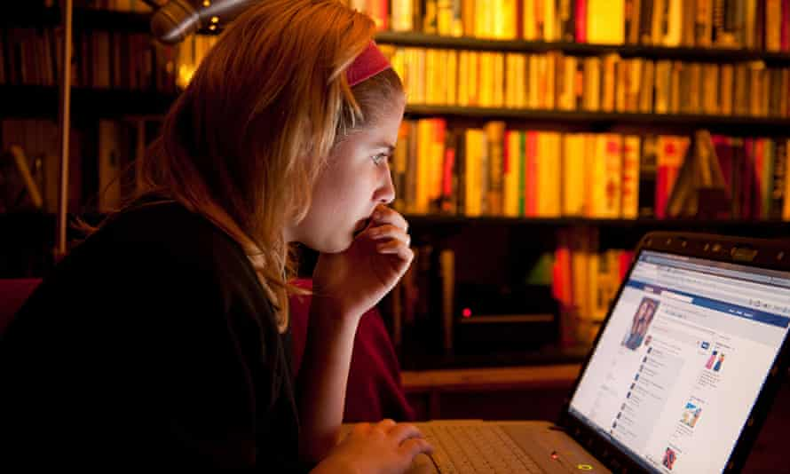 Teenage girl online