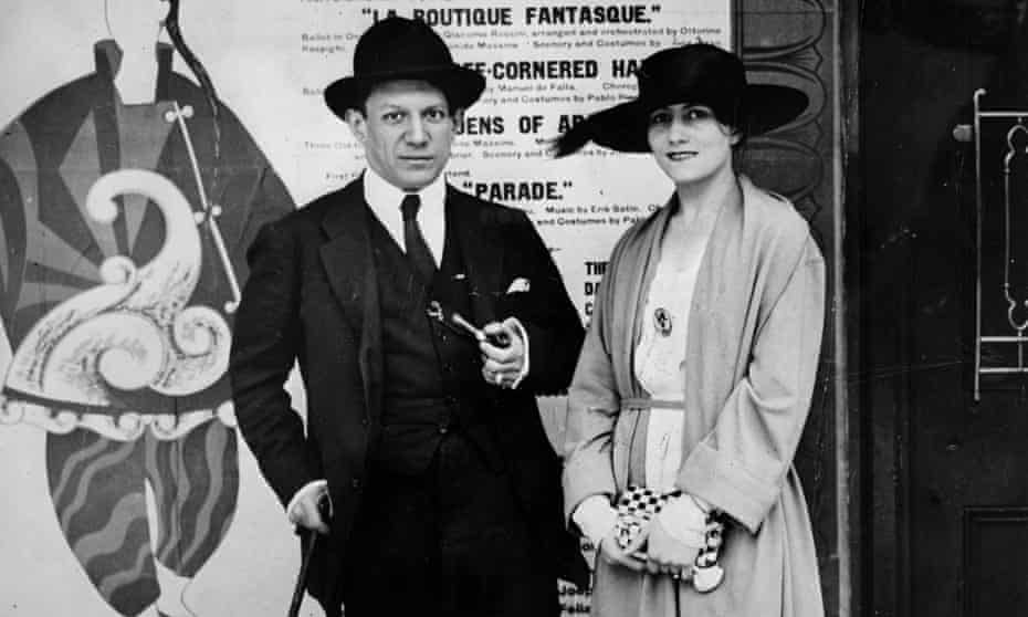 Pablo Picasso pictured with his wife Olga