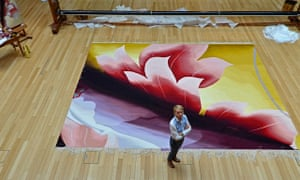 Alison Watt, who was commissioned by Scottish Opera to design a new tapestry, at the cutting-off ceremony in Dovecot Studios. Courtesy of Dovecot Studios.