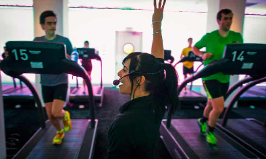 Jessica Desmond, an instructor at the Mile High Run Club (MHRC), leads a class in a Manhattan borough of New York November 14, 2014. A New York City fitness studio is following fast on the heels of the indoor cycling, or spin, craze by beckoning outdoor runners to come in from the cold for group treadmill classes.