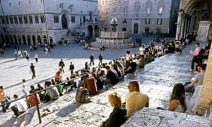 Evening crowds in Perugia