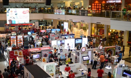 Mall in the financial district of Makati in Manila, Philippines.