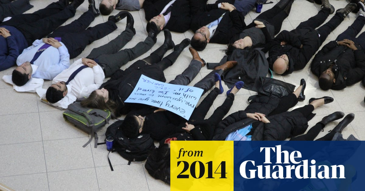 US medical students stage 'die-ins' nationwide in protest