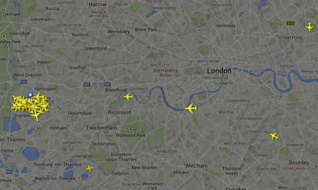 An image from the flightradar24.com website showing the airspace above London.