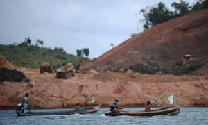 Fishermen approach the Belo Monte hydroelectric dam construction site, during a protest against its construction and its impact on their livelihoods, along the Xingu River near Altamira in Para State September 25, 2012.