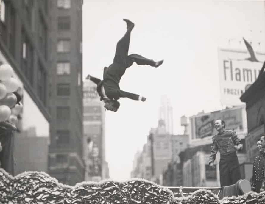 New York,1955, by Garry Winogrand.