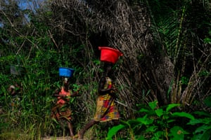 Women from Anacamona village walk to the mangroves to harvest oysters.