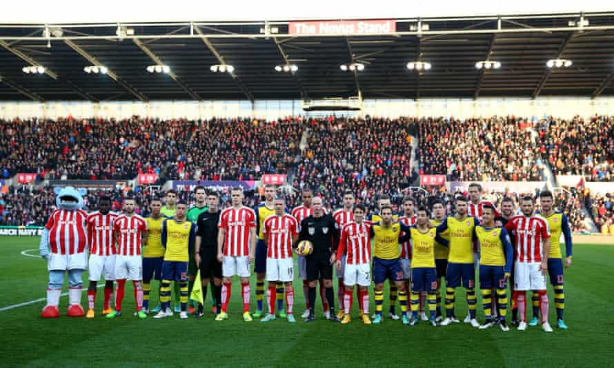 Stoke City and Arsenal players pay tribute to the Christmas truce
