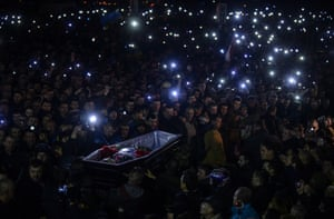 Kiev, 22 February People carry a coffin of a man who was killed during recent clashes, as they gather at Independence Square, after protesters took control of Kiev's charred city centre and seized Yanukovych's lavish residence on a day of dramatic twists and turn