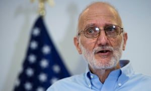 Freed US contractor Alan Gross holds a news conference