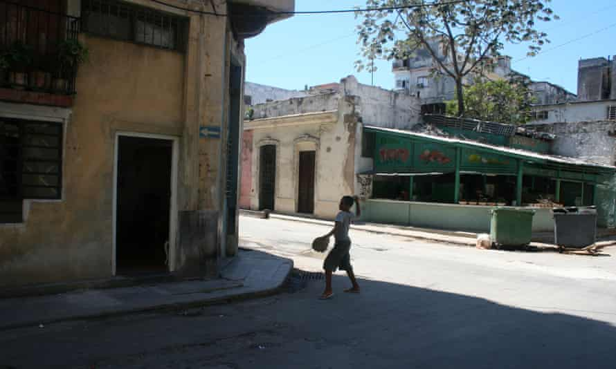 In Havana, a game of baseball can break out, anywhere at anytime.