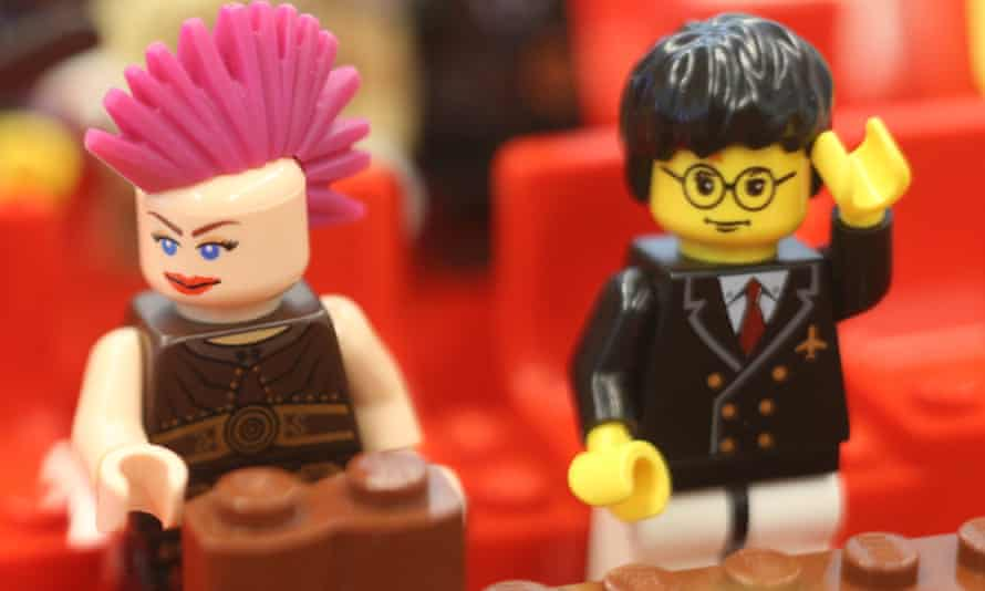 Penny Wong (left) and a comparatively bookish Stephen Conroy get in on the action