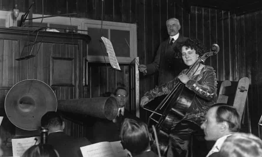 Edward Elgar recording with Beatrice Harrison on cello, circa 1920