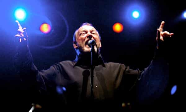 Joe Cocker performing at the Enmore Theatre in the first show of his Australian Tour