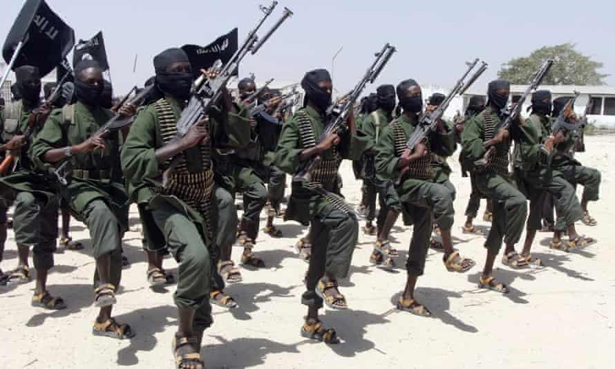 A Somali intelligence official says a leader with the Islamic extremist group al-Shabaab who has a $3m bounty on his head, has surrendered to police in Somalia.