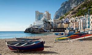 Spanish fishing boats disrupt charity swim in disputed ...