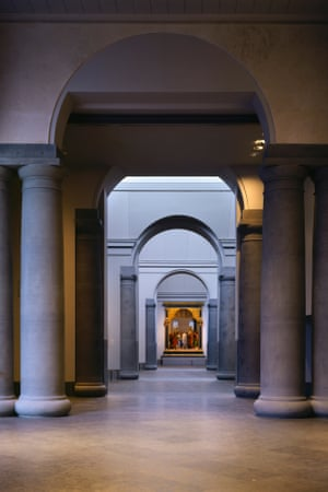 The National Gallery extension by Robert Venturi and Denise Scott Brown Architects. Venturi was awarded the 1991 Pritzker Prize alone.