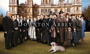 ThThe cast of Downton Abbey, on the lawn of the estate